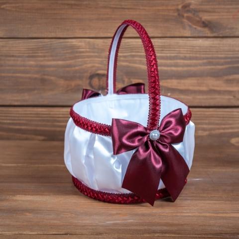 бело-бордовая корзиночка для лепестков роз фото