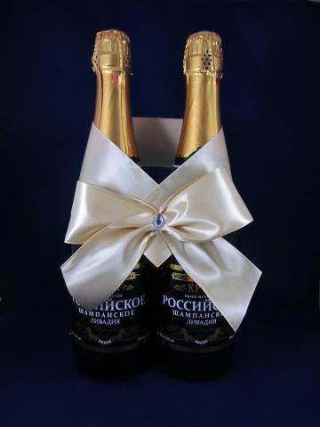 бежевый бант на шампанское фото