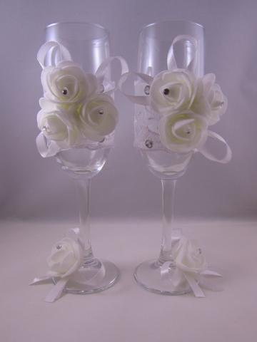 белые бокалы на свадьбу фото