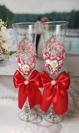 красный свадебные бокалы ручной работы фото