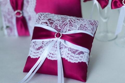подушечка марсала для колец на свадьбу