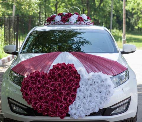бордово-белые сердца на машину