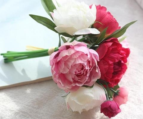 малино-бело-розовый букет дублер невесты фото