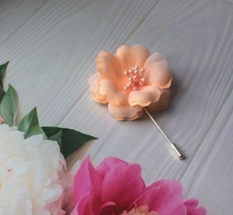 персиковая бутоньерка для Жениха фото