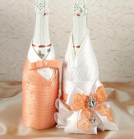 персиковые чехлы на шампанское жених Невеста