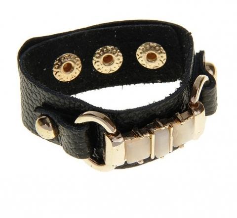 черный кожаный браслет с пряжкой