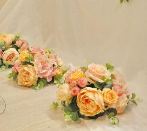 персиковые цветочные композиции для свадебных столов