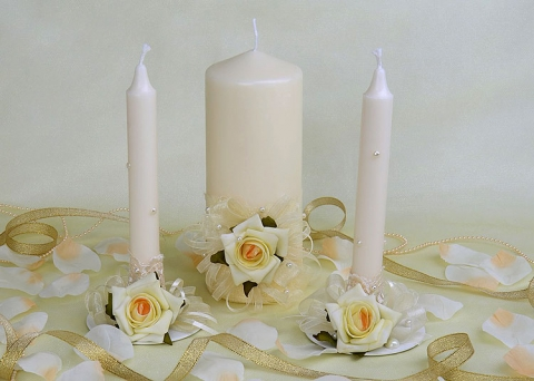 домашний очаг с розами айвори