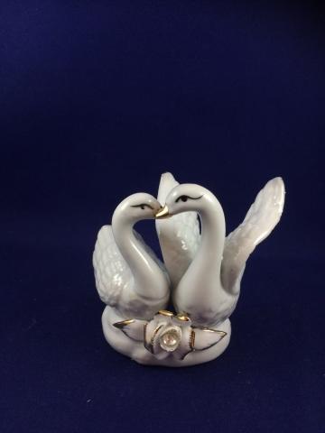 фарфоровая фигурка на свадебный торт лебеди