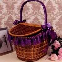 фиолетовая корзина для свадебного пикника