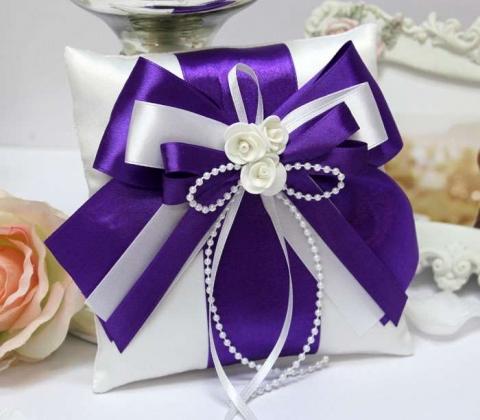 подушечка под обручальные кольца фиолетовая