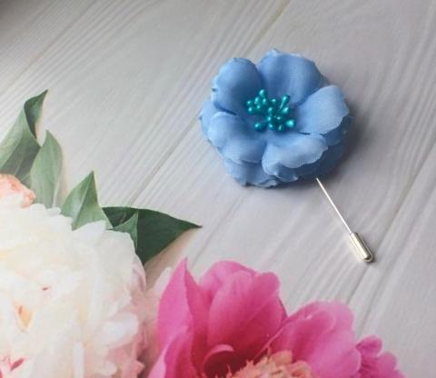 голубая бутоньерка для жениха фото