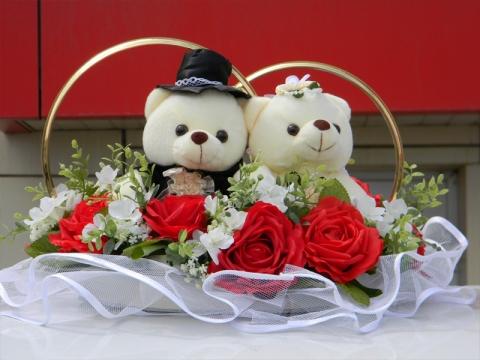 кольца на машину с мишками и красными розами