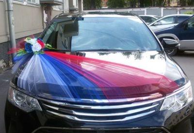украшениена машину с триколором россии