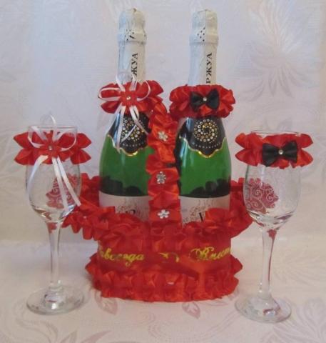 комплект украшений на шампанское и бокалы фото красный цвет