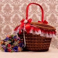 красная корзина для свадебного пикника фото
