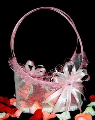 корзиночка бело-розовая для лепестков роз