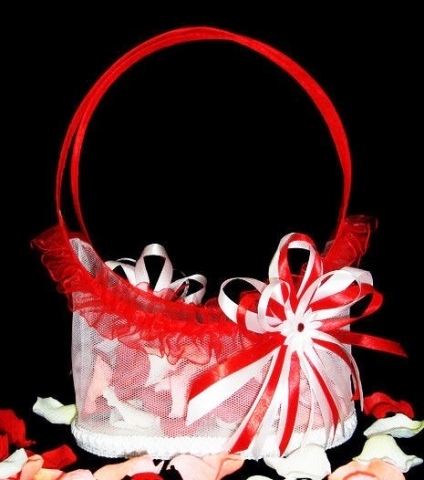 корзиночка для лепестков красно-белая
