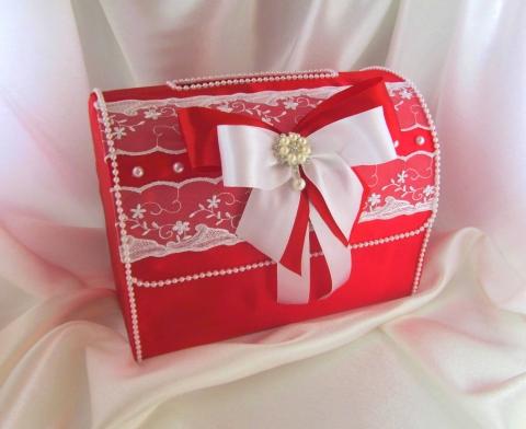 красный атласный сундучок на свадьбу фото