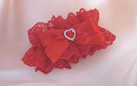 красная свадебная подвязка картинки