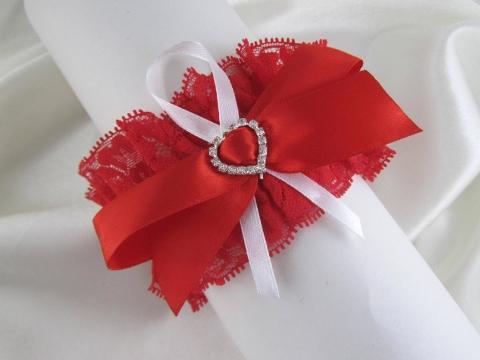 красно-белая свадебная подвязка фото