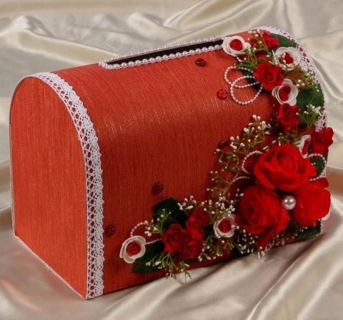 коробка для денеге красная с цветами фото