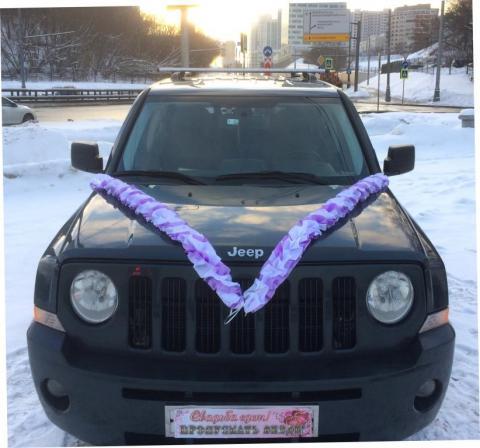 сиренево-белые ленты на машину фото