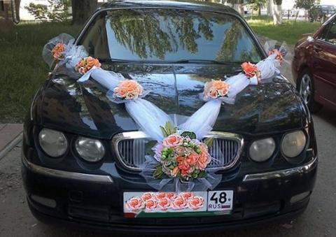 лента на машину с персиковыми букетами фото