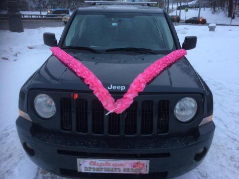 ярко-розовая лента на машину фото