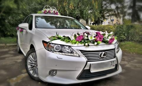 лиловое украшение на свадебную машину фото
