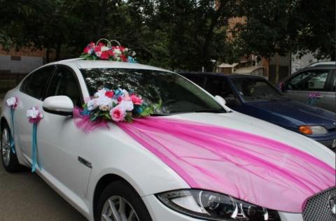 малиново-голубой комплект на свадебную машину