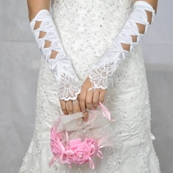 перчатки свадебные белые до локтя с кружевом и бантами
