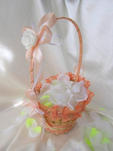 персиковая корзиночка для лепестков роз фото