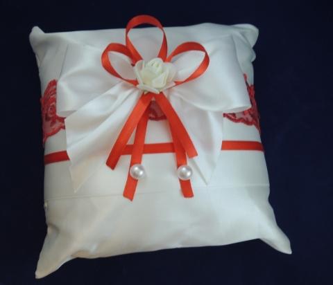 подушечка для колец красно-белая купить