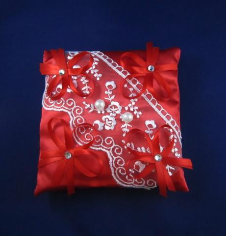 красная подушечкадля колец фото