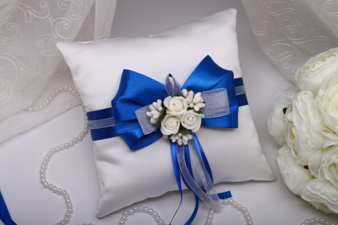 синяя подушечка под обручальные кольца