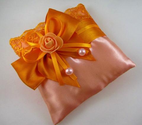оранжевая подушечка для колец