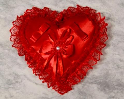 подушечка для колец красная сердечко