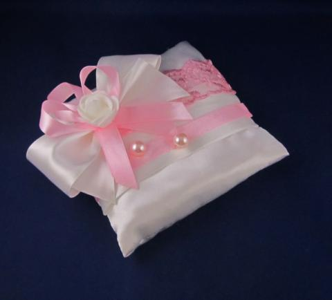 подушечка для колец бело-розовая фото
