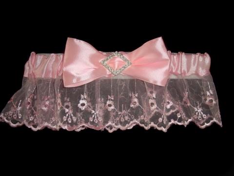 подвязка невесты розовая