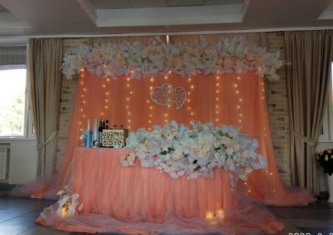 персиковый президиум для молодоженов на свадьбу