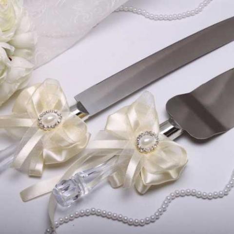 приборы для свадебного торта айвори с брошками