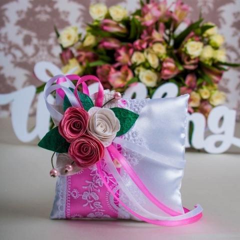 подушечка для колец розовая фото