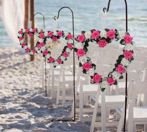 сердце из искусственных цветов бело-розовое