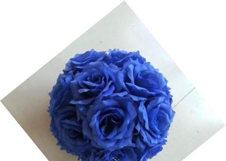 шар из искусственных цветов синий фото