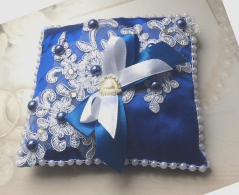 синяя кружевная подушечкадля колец на свадьбу