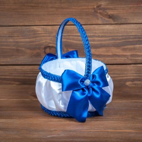 синяя корзинка для лепестков роз