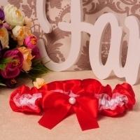 красная свадебная подвязка невесты