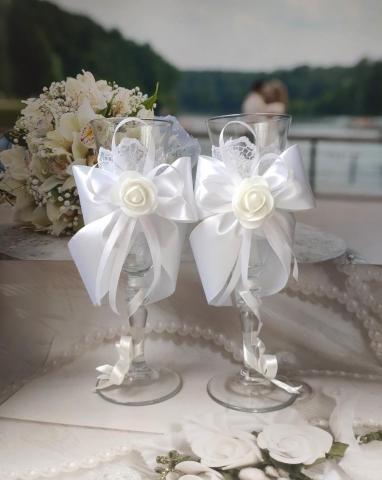 белыеы свадебные бокалы фото