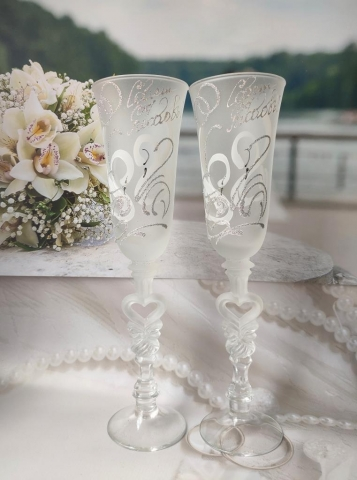 свадебные бокалы белые фото